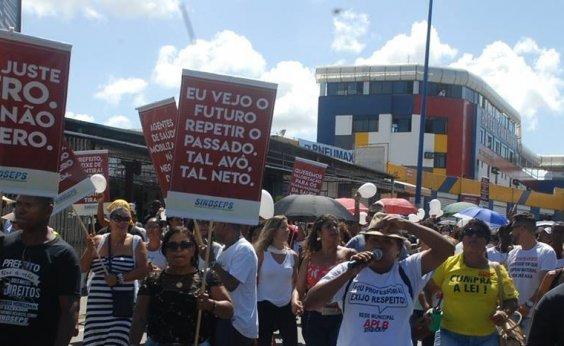 [Sindicato chama de 'absurda' decisão que manda encerrar greve dos servidores municipais]