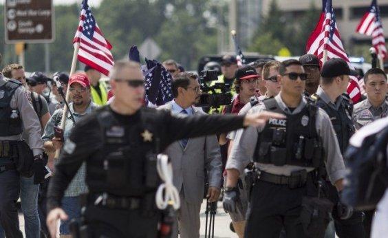 [Manifestantes supremacistas fazem ato em frente à Casa Branca]
