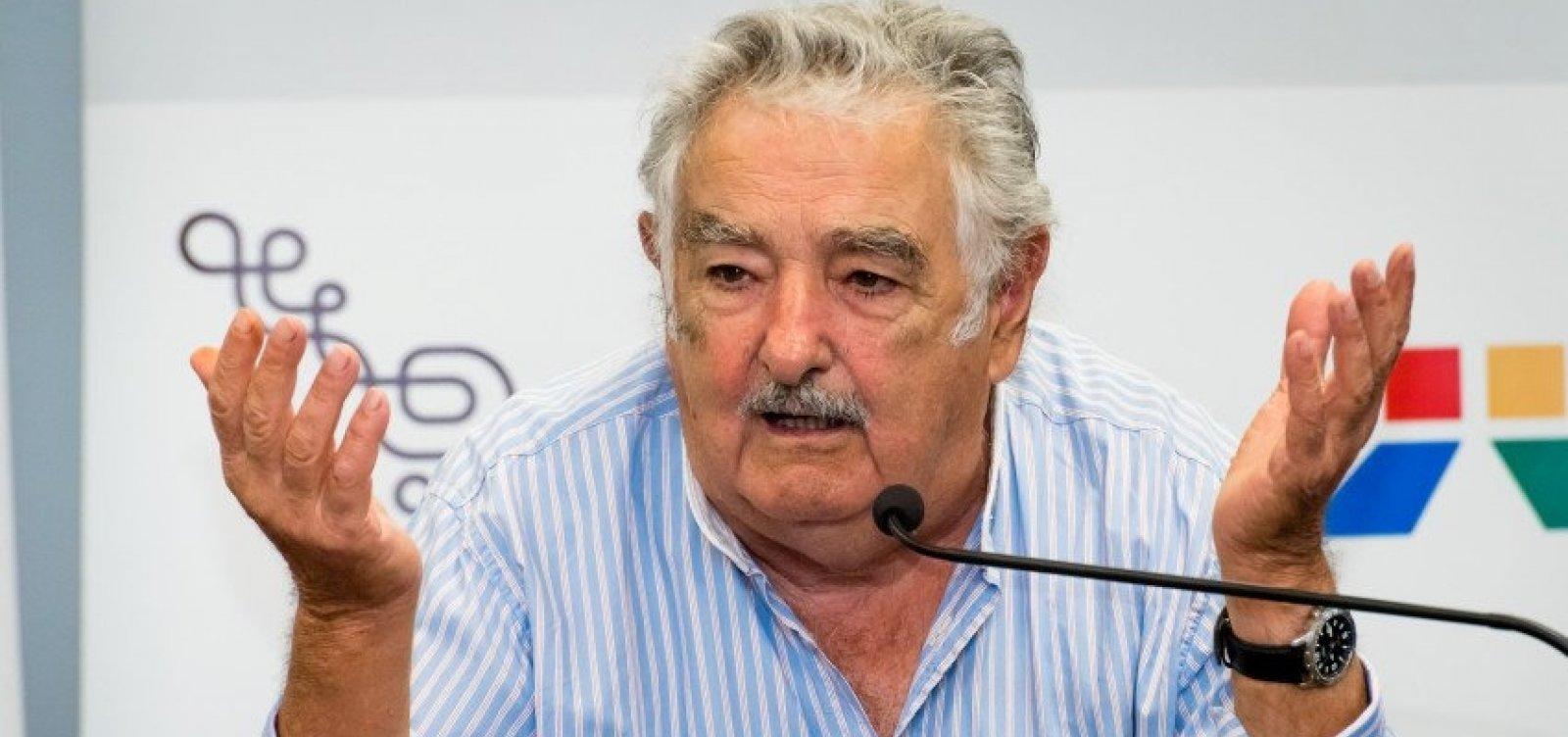 [Mujica anuncia renúncia do Senado do Uruguai]