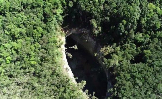 [Cratera na Bahia aumenta e chega a quase 78 metros de comprimento]