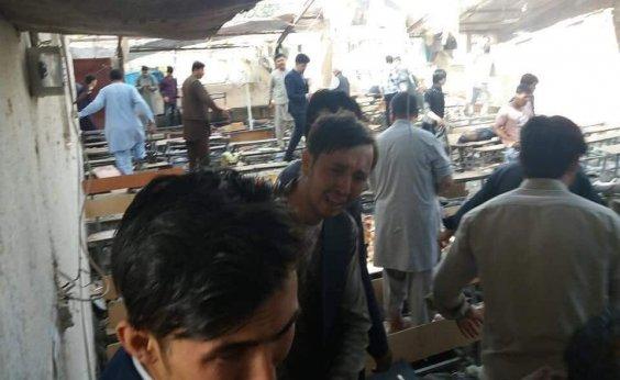 [Ataque de homem-bomba deixa mortos e feridos na capital do Afeganistão]