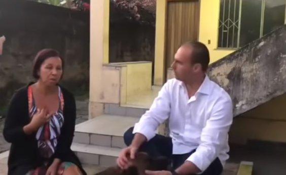 [Bolsonaro exibe vídeo em que Wal nega ser funcionária fantasma]
