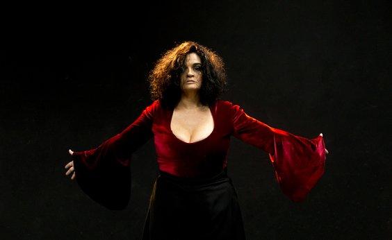 [Vencedora do Prêmio Braskem, Letícia Bianchi estreia novo espetáculo em Salvador]