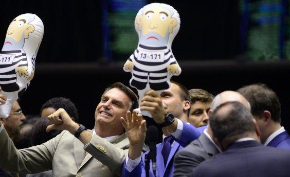[Bolsonaro entra com pedido no TSE para impugnar candidatura de Lula]