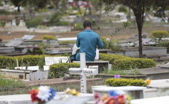 [Grupo protesta contra falta de vagas em cemitérios de Salvador]