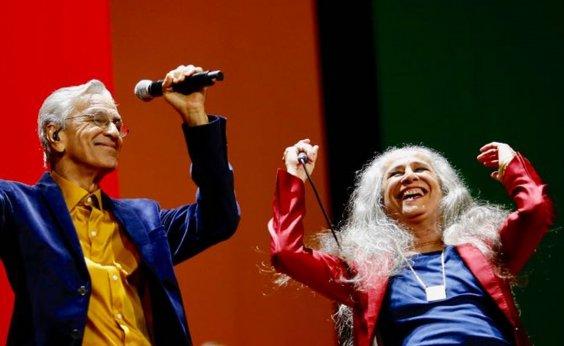 [Encontro inédito: Caetano canta com os filhos e a irmã Maria Bethânia em tributo a Luiz Melodia ]