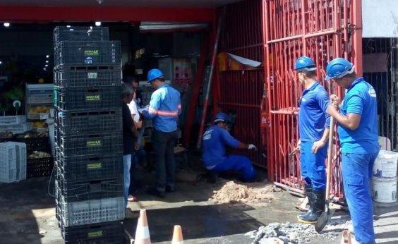 [Polícia e Embasa flagram supermercado com 'gato' de água em São Cristóvão]
