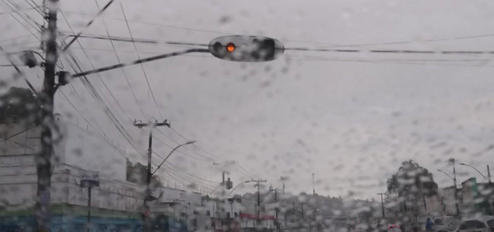[Motoristas reclamam de sinaleiras depois de chuva em Salvador ]
