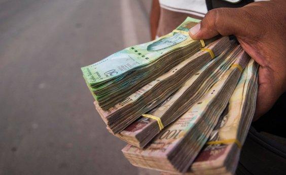 [Venezuela corta cinco zeros das notas de dinheiro e lança pacote]