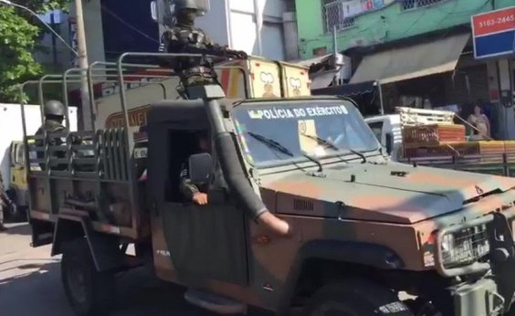 [Operação com 4,2 mil militares deixa oito mortos no Rio de Janeiro]