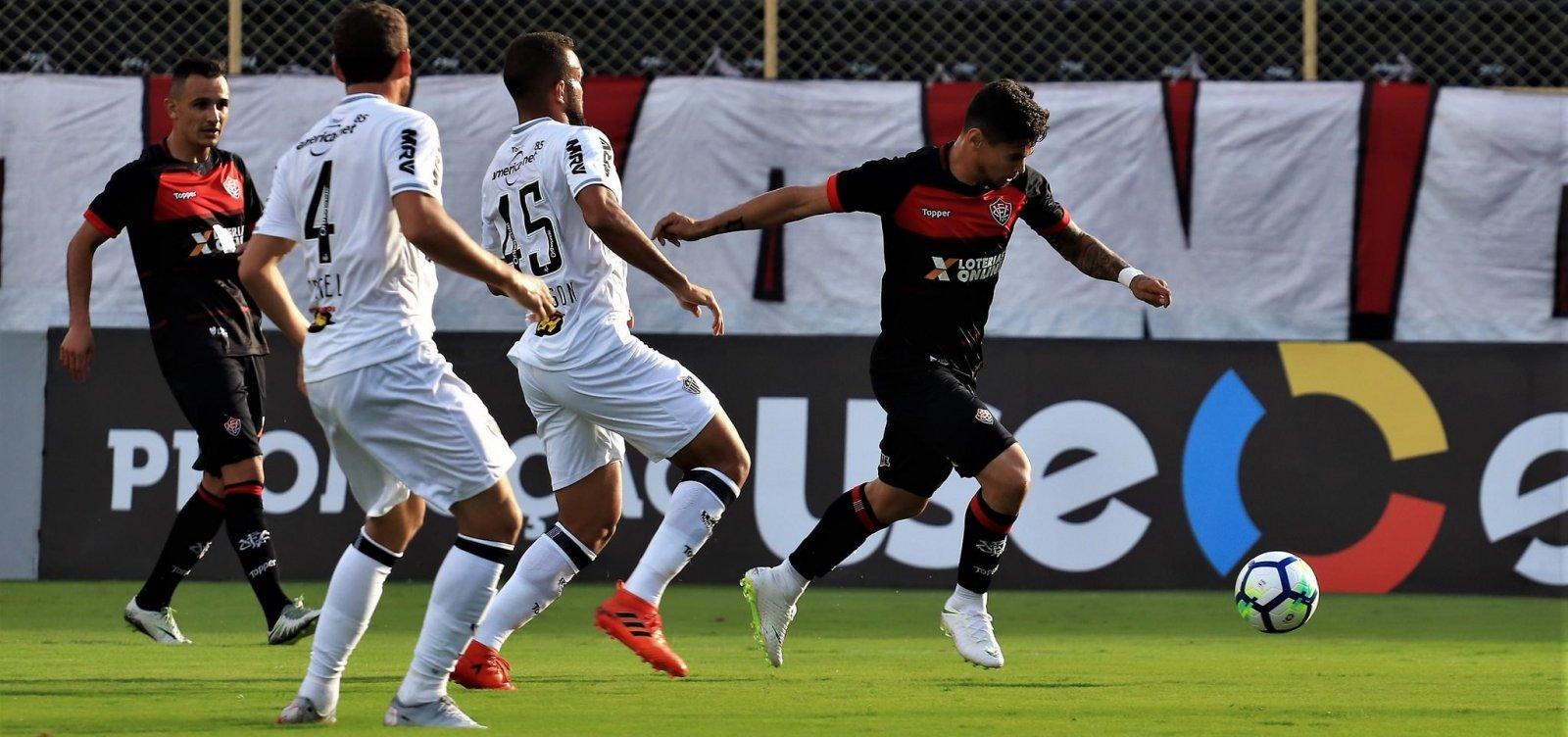 [Vitória vence o Atlético-MG por 1 a 0 e deixa zona de rebaixamento]