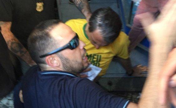 [Bolsonaro é levado a hospital após sofrer atentado em MG]