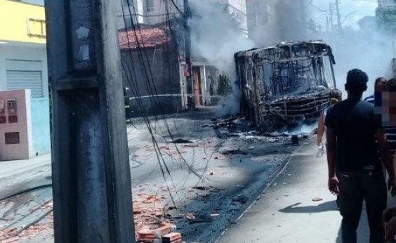 [Manifestantes queimam ônibus no Jardim das Margaridas após morte de morador]