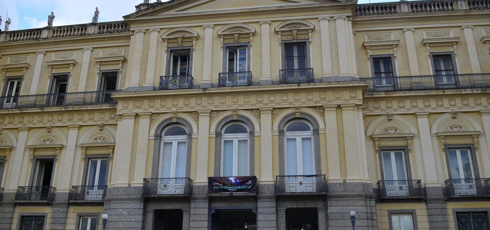 [UFRJ inicia cobertura de telhado do Museu Nacional]