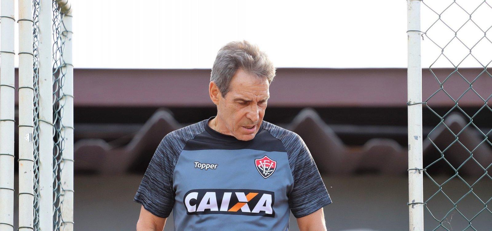 [Carpegiani lamenta falta de opções no Vitória: 'Temos que buscar soluções']