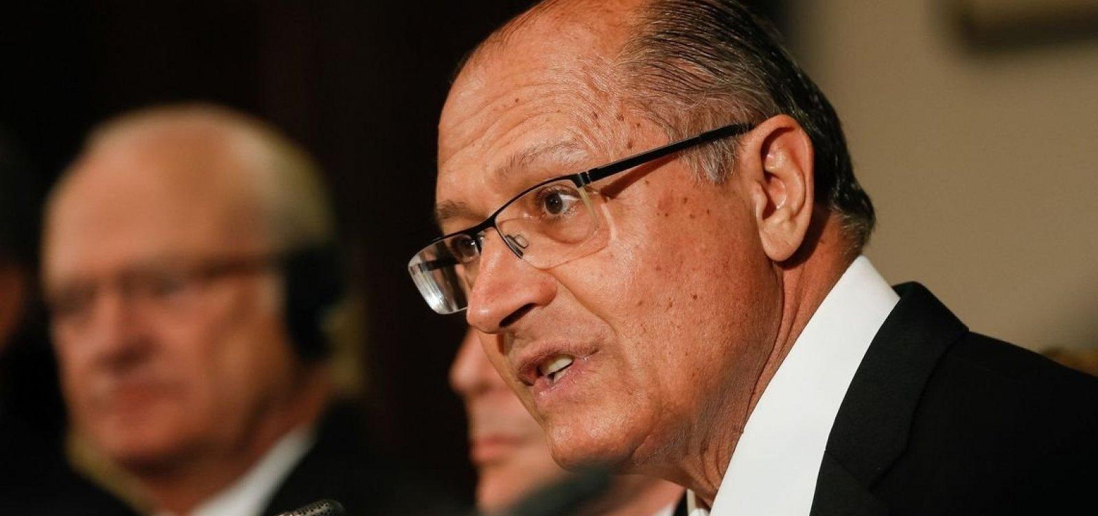 [Alckmin diz que PSDB está 'fragilizado' e se preocupa com extremismo no país]