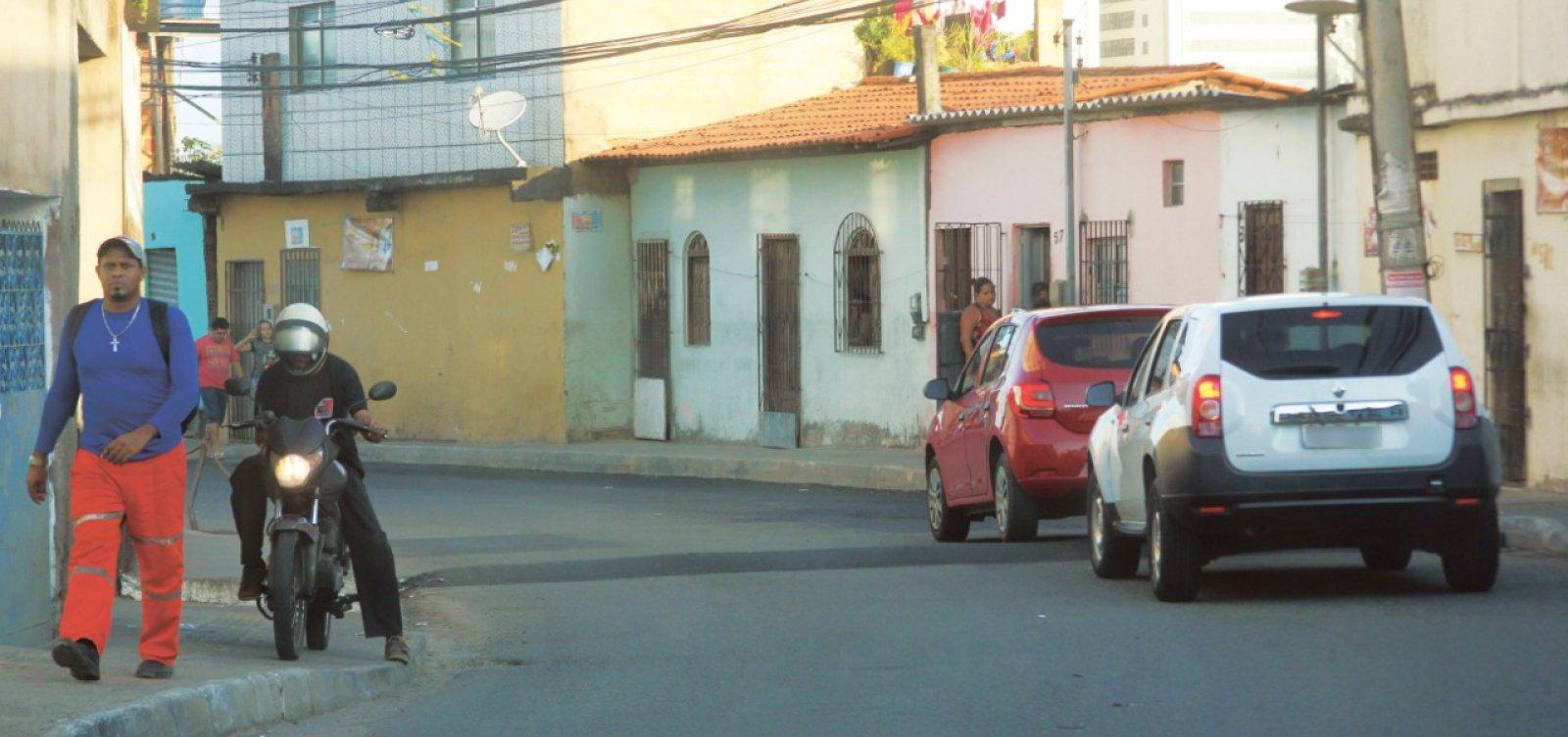 [Leitor denuncia risco de acidente com quebra-molas em Pernambués]