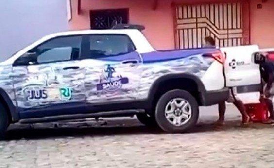 [Imagens mostram veículo da Secretaria Municipal de Saúde transportando cerveja no interior da Bahia]