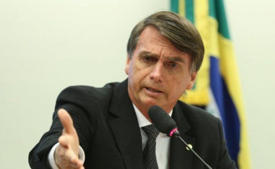 [Equipe de Bolsonaro identifica área acéfala em campanha, diz colunista]