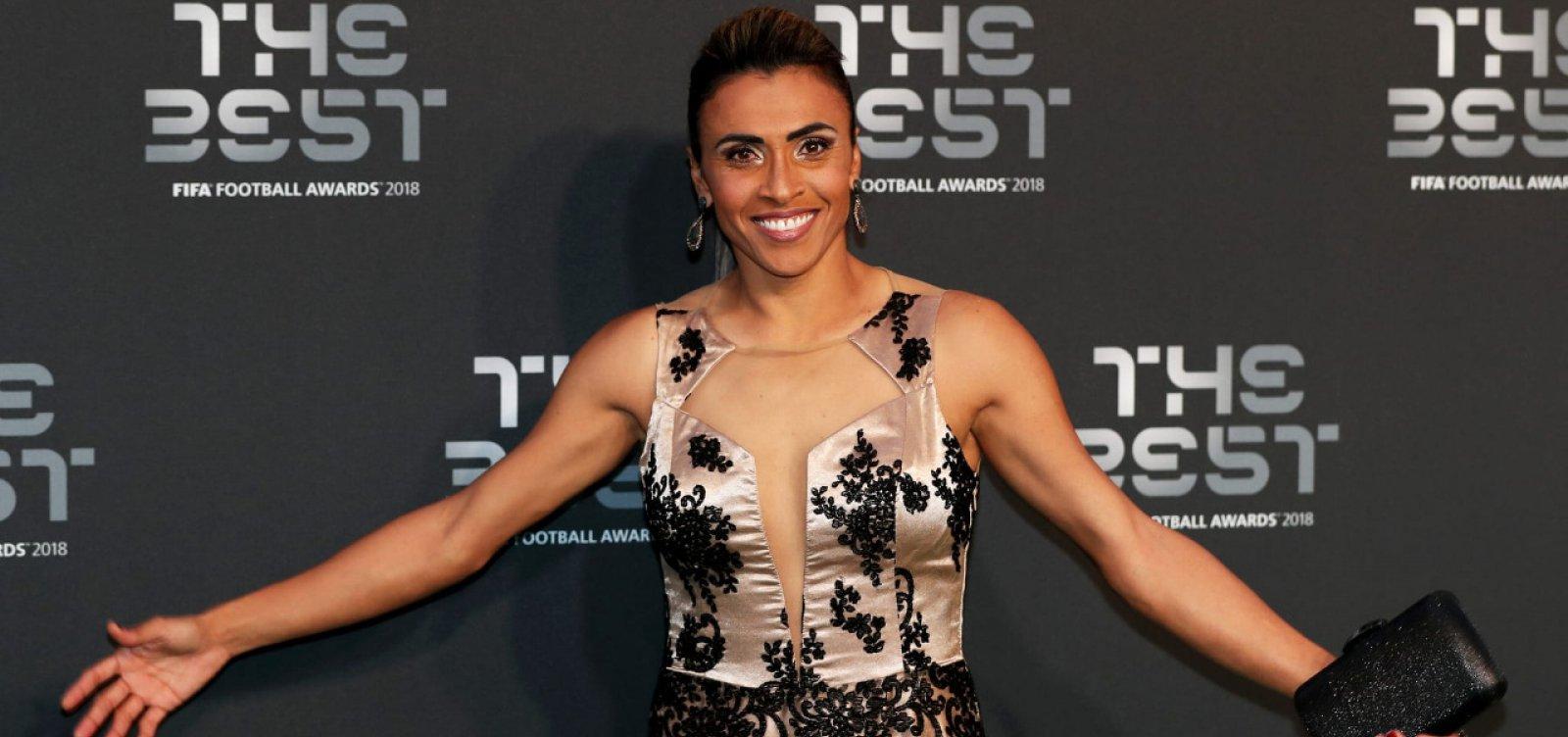 [Marta vence pela 6ª vez e desbanca Ronaldo como maior futebolista de todos os tempos]