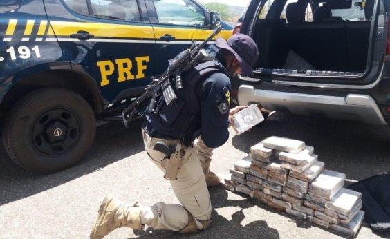 [Homem é preso com tabletes de cocaína embalados com foto de Pablo Escobar]