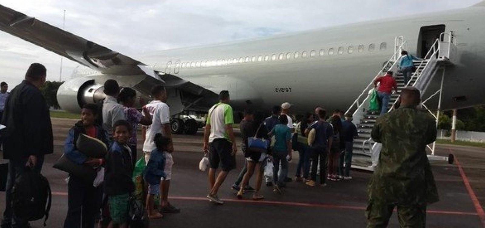 [Voo da FAB leva 230 venezuelanos para Paraná e Rio Grande do Sul]