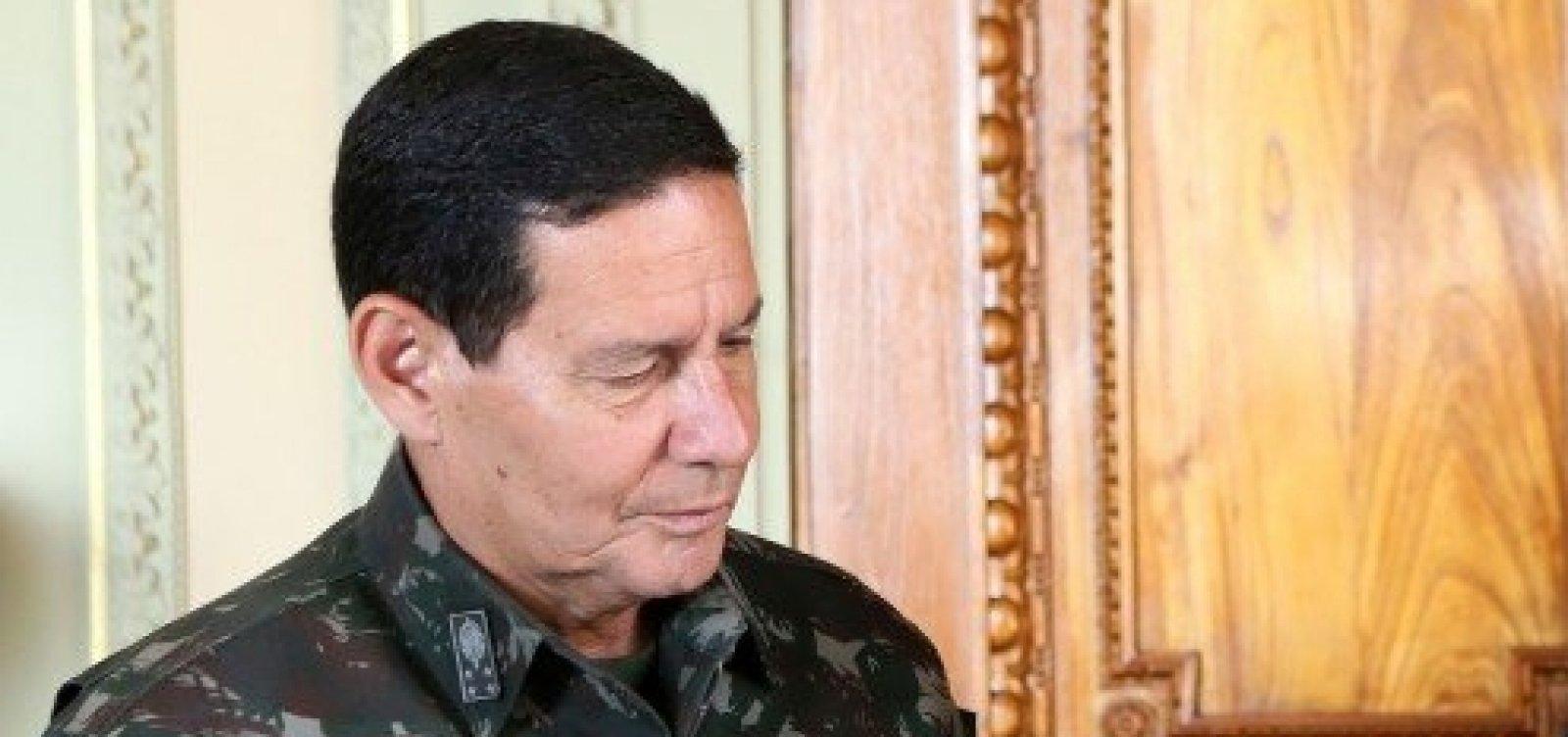 [Após atrito, campanha de Bolsonaro veta Mourão em debate de candidatos a vice]