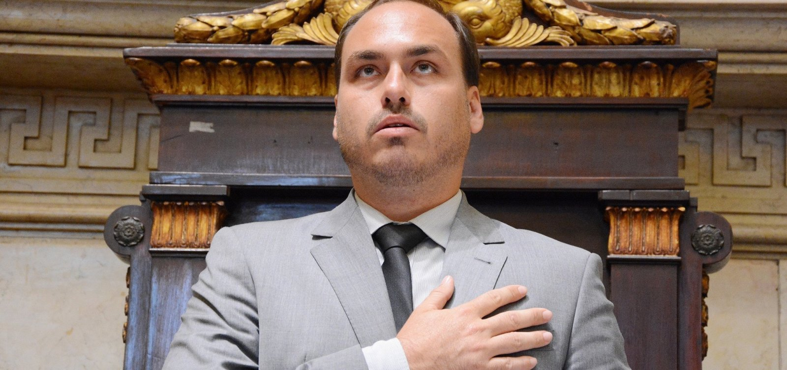 [Após postagem, filho de Bolsonaro é acionado por apologia à tortura]