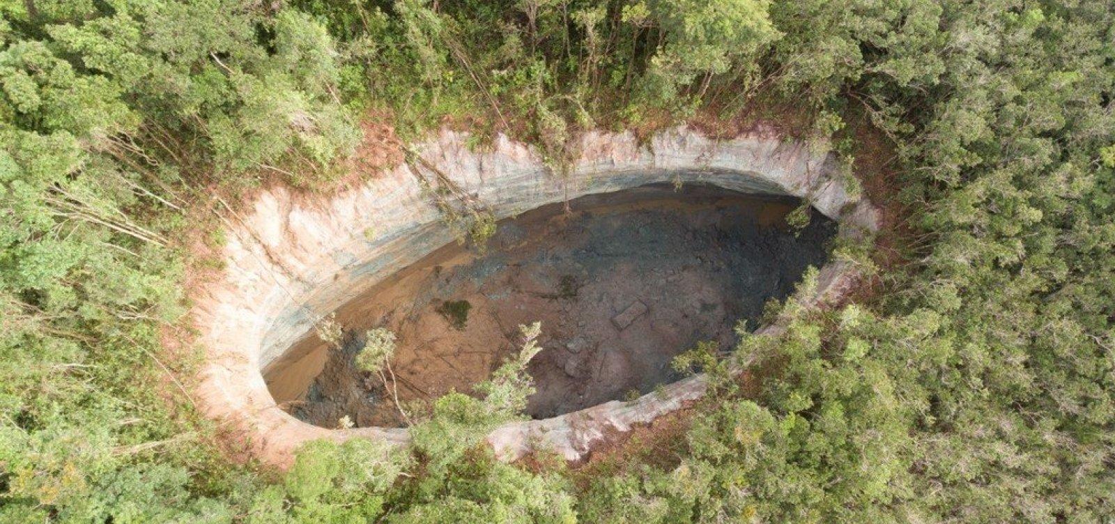 [Cratera gigante de Vera Cruz já chega a mais de 80 metros]