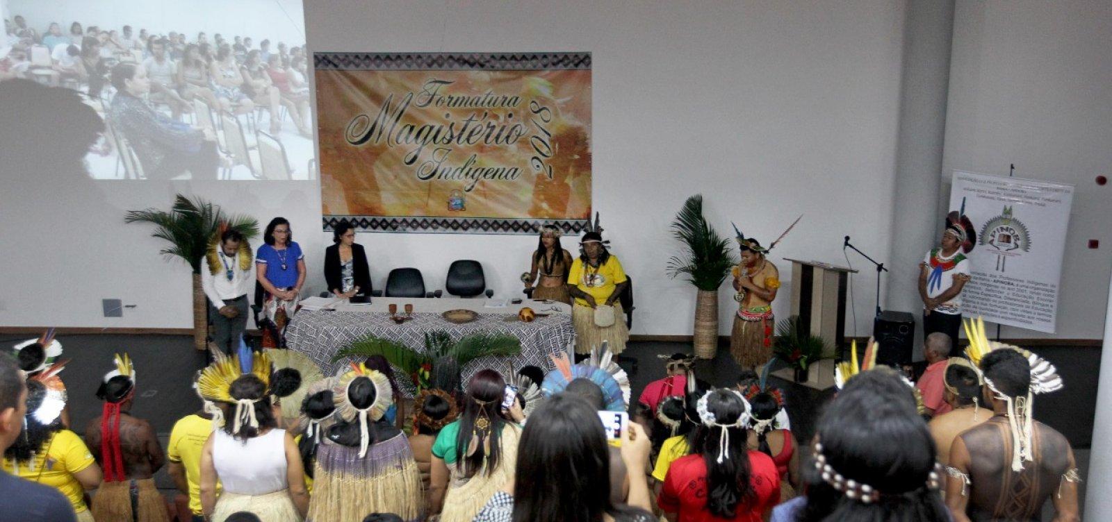 [Curso forma 89 professores indígenas para dar aulas em 28 escolas da Bahia]