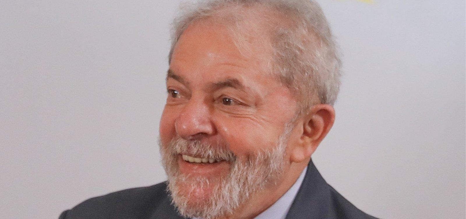 [Fux proíbe entrevista com Lula na prisão]