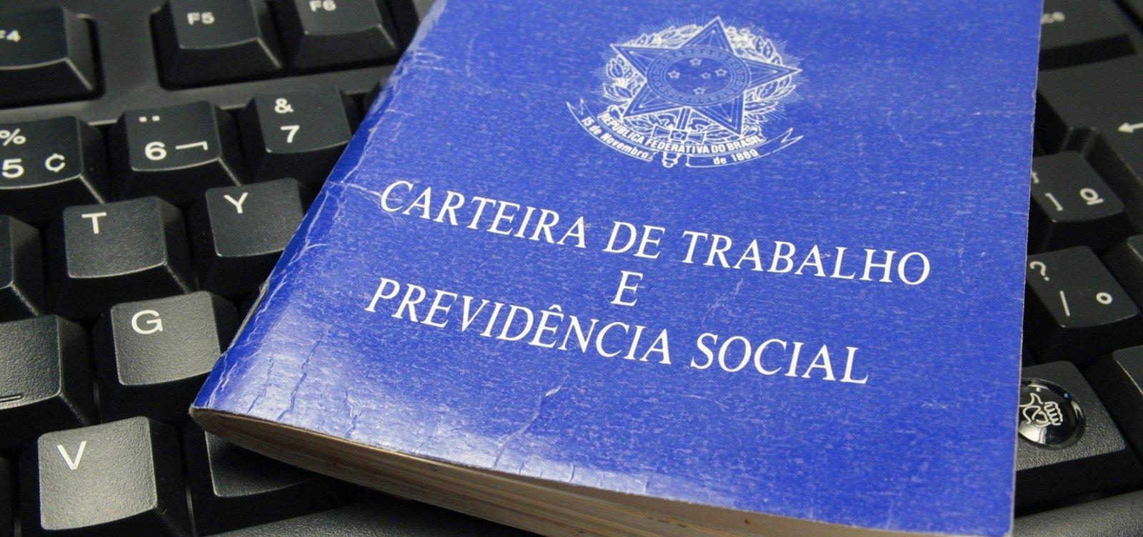 [Após dois anos de queda, Brasil cria 221 mil empregos formais]