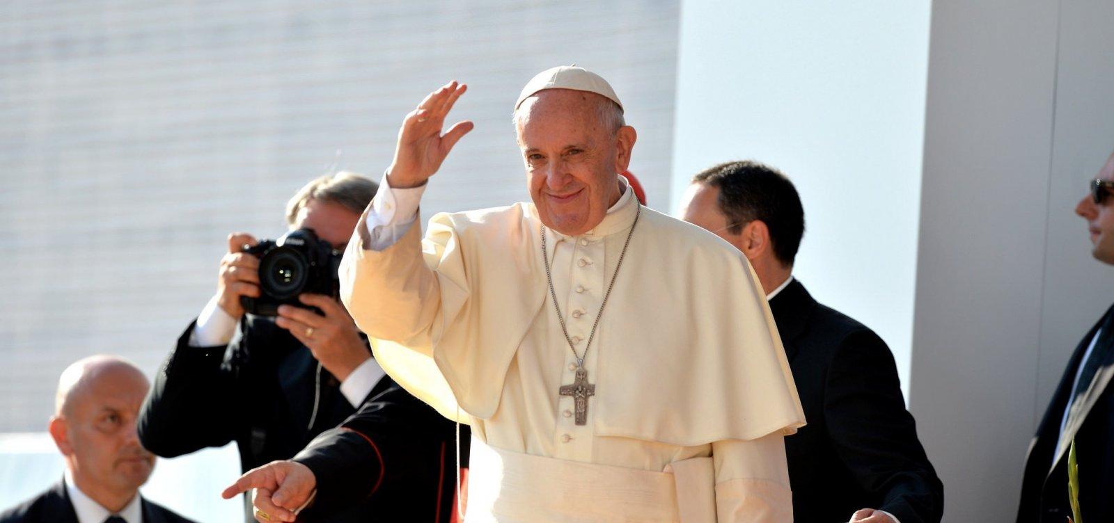 [Papa expressa solidariedade aos atingidos por terremoto na Indonésia]