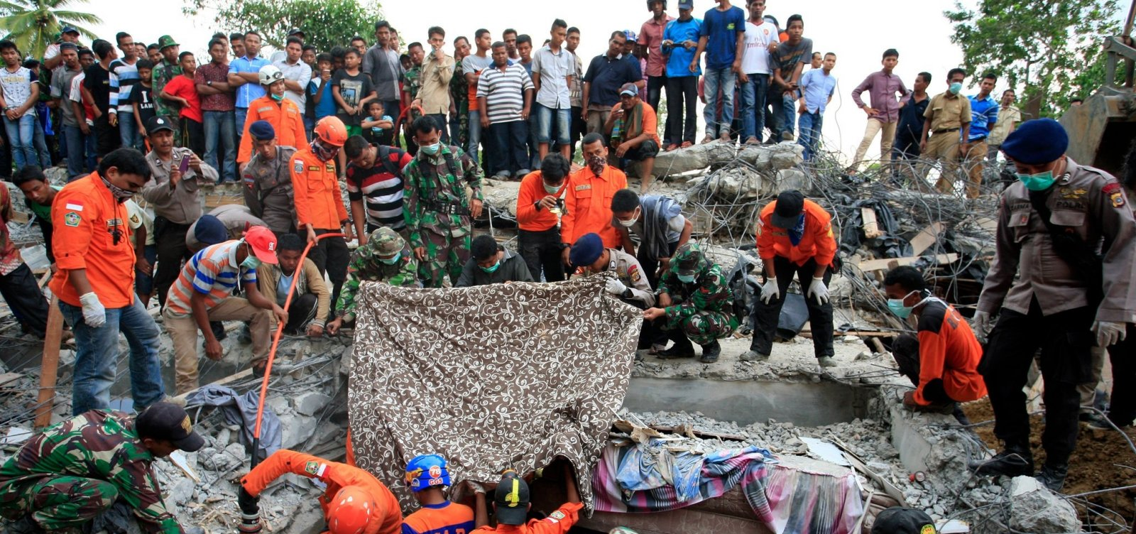 [Após terremoto e tsunami, 1,2 mil presos escapam na Indonésia]