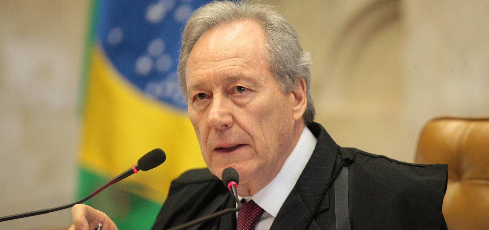 [Lewandowski autoriza imediata entrevista de Lula à Folha]