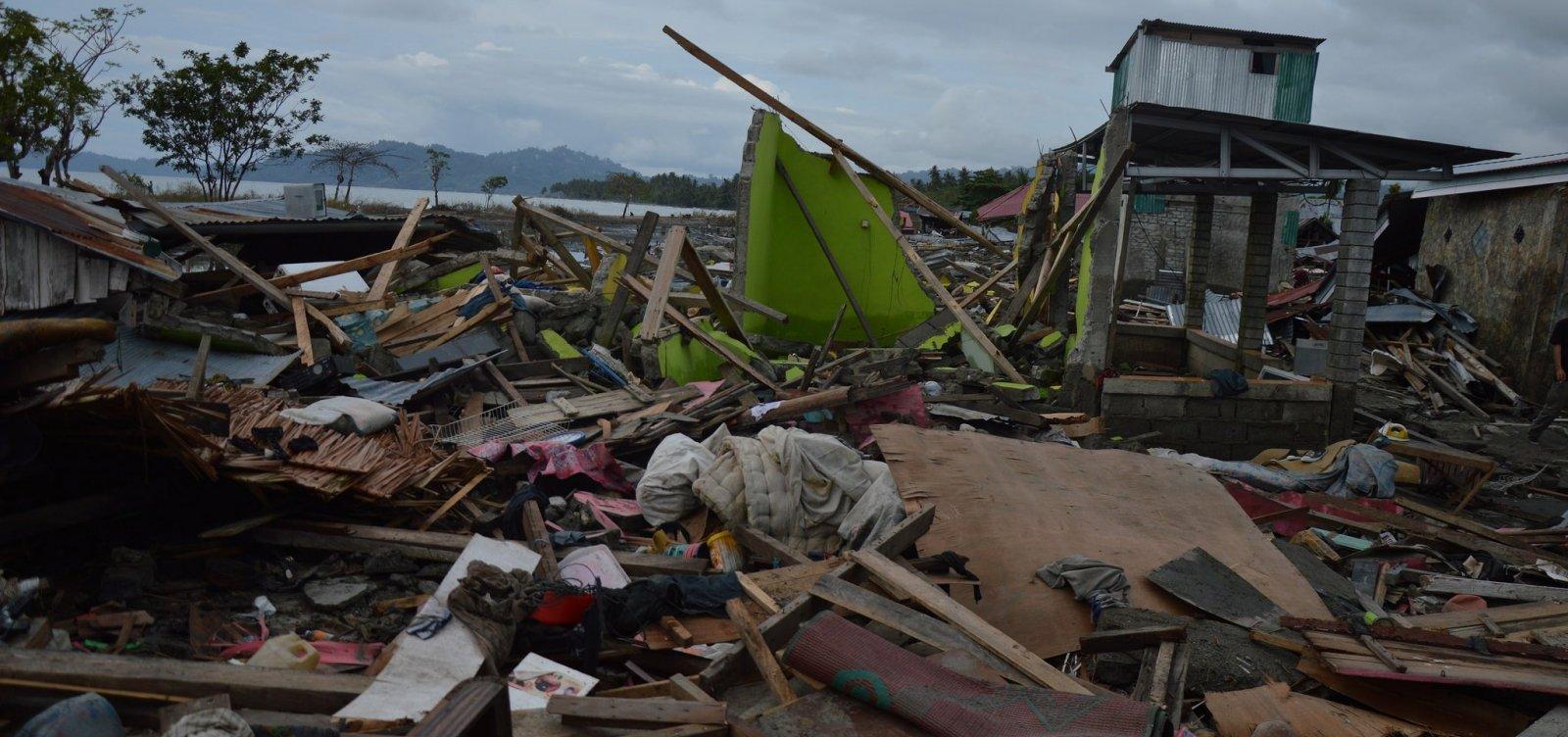 [Indonésia tem mais de 1,2 mil mortos após terremoto e tsunami]