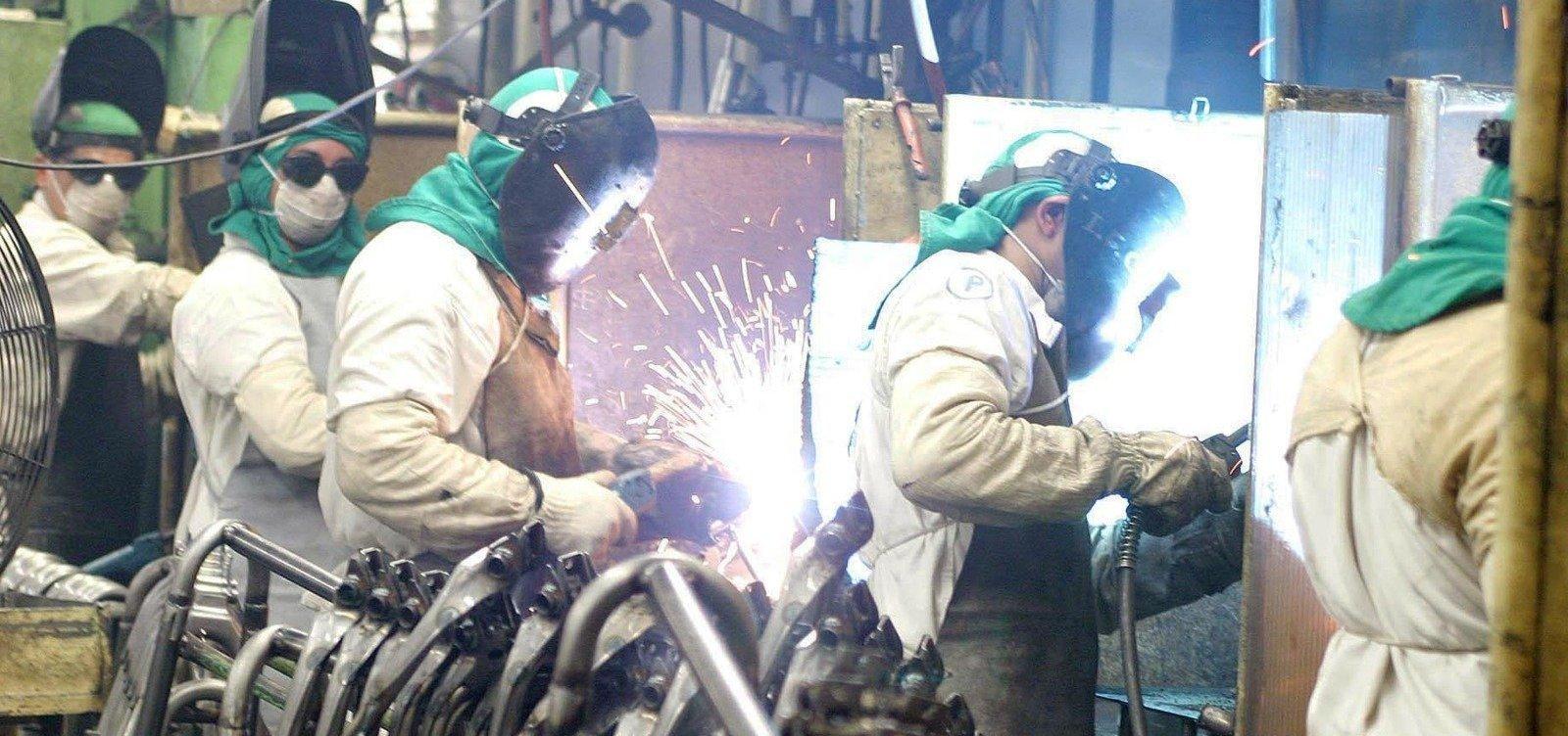 [Produção industrial tem queda de 0,3% em agosto, segundo IBGE]