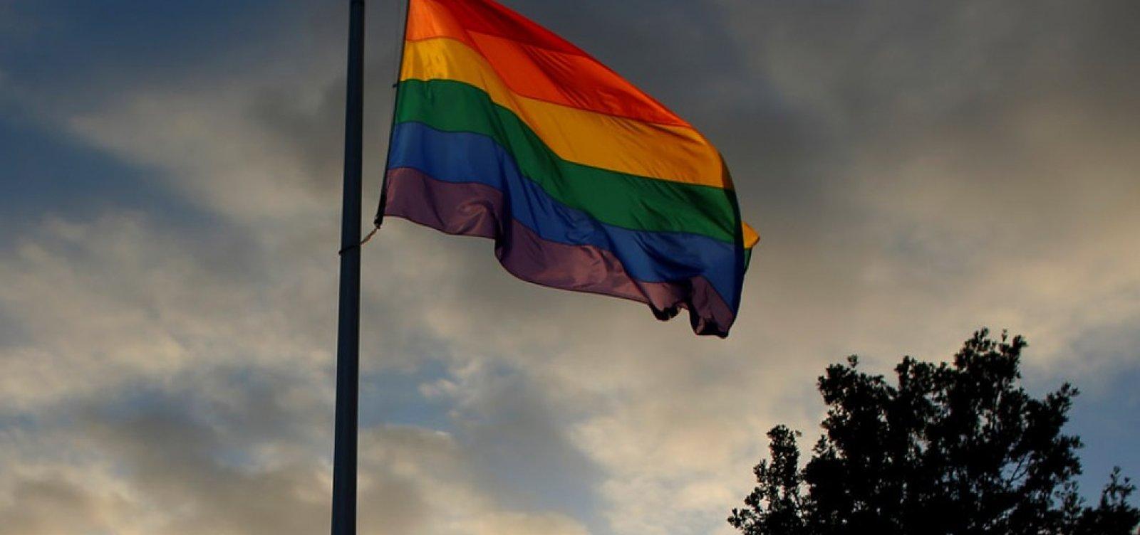 [EUA vão negar visto a parceiros de diplomatas em relações de mesmo sexo]