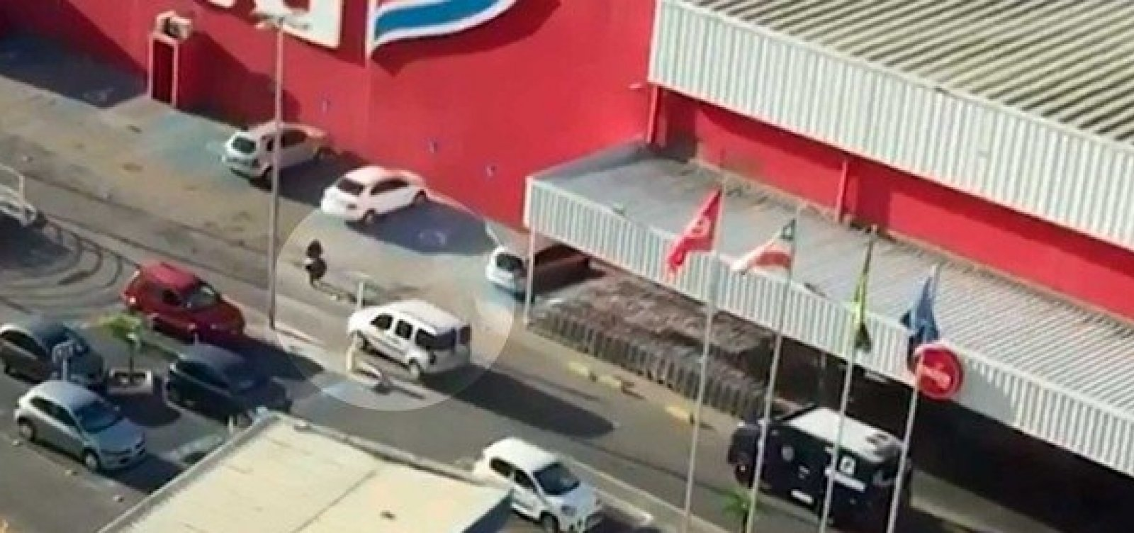 [Assalto a carro-forte em estacionamento do Extra já é oitavo neste ano, em Salvador]