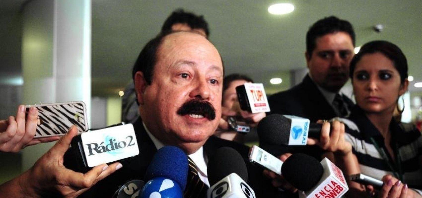 [Vice de Bolsonaro quer Levy Fidelix como presidente da Câmara]