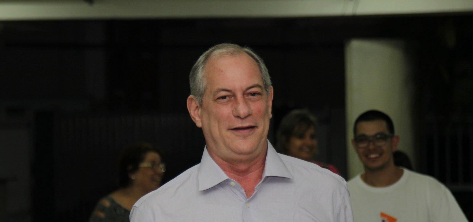 [Ciro desafia Bolsonaro a ir a debate e diz que 'atestado médico falso é crime']