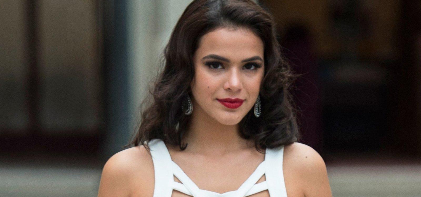 [Bruna Marquezine não é reconhecida por fotógrafos em desfile na França, diz colunista]