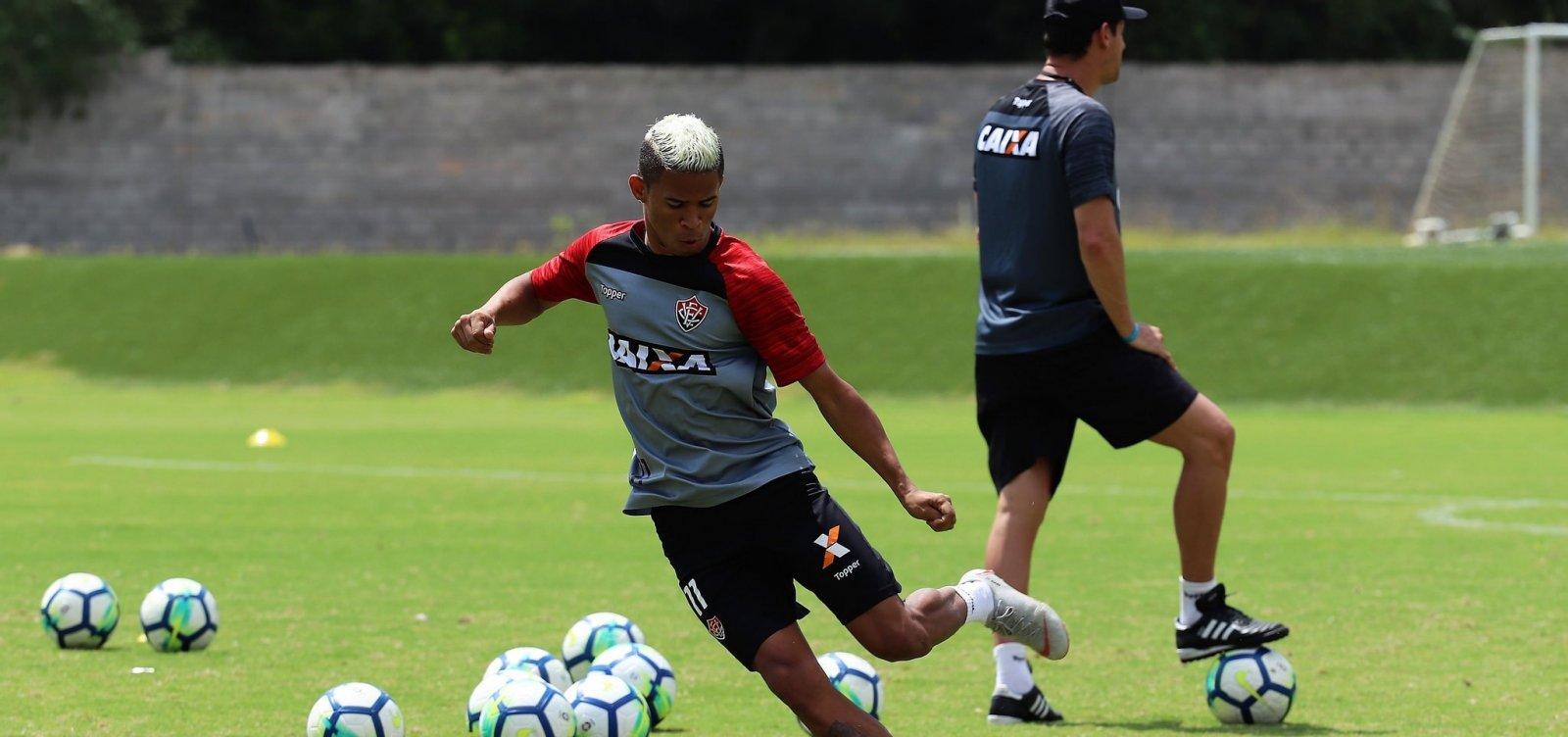 [Com retorno de atletas, Vitória divulga relacionados para enfrentar o Santos]
