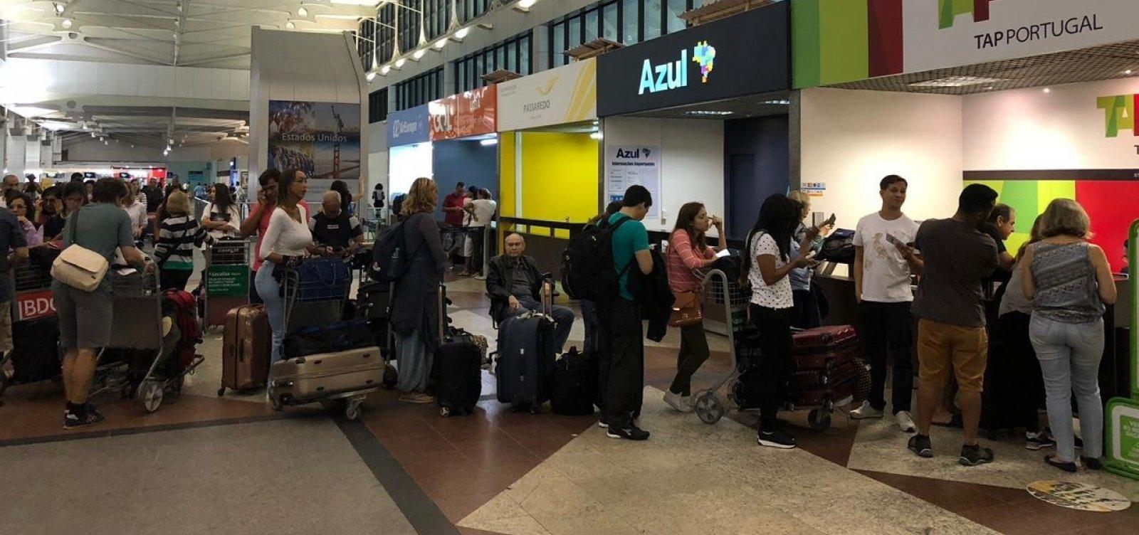 [Problema em avião da TAP causa transtorno a passageiros em Salvador]
