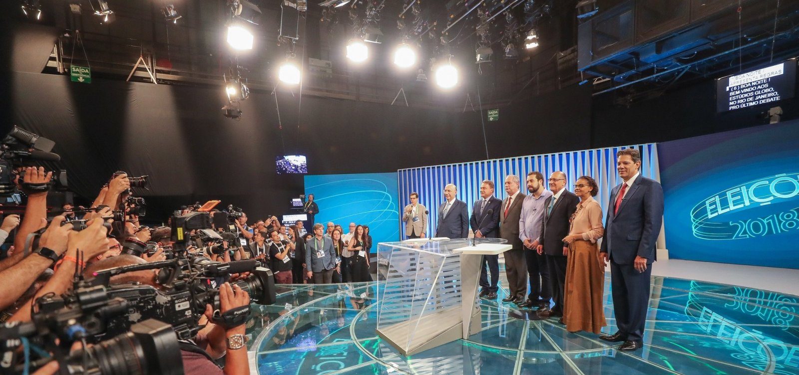 [Ausência de Bolsonaro motiva críticas de adversários em último debate]