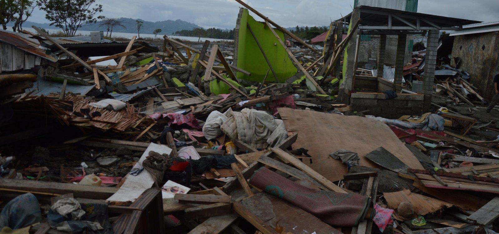 [Indonésia tem mais de 1,5 mil mortos após terremoto e tsunami]