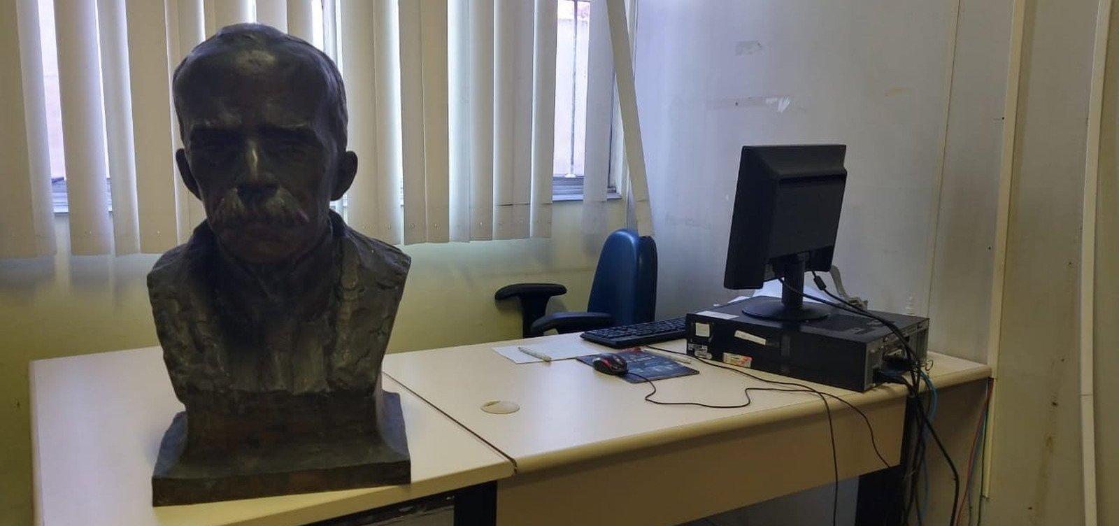 [Busto de bronze de Ruy Barbosa é recuperado em ferro-velho]