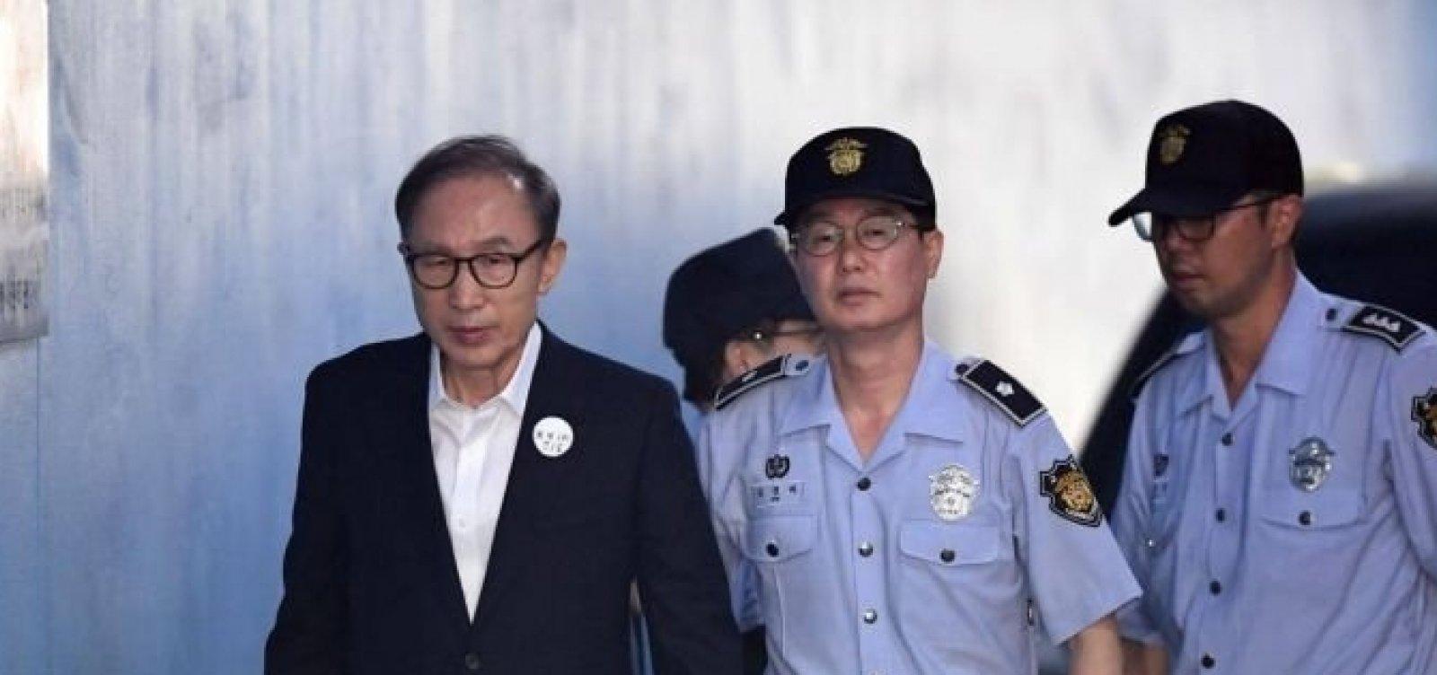 [Ex-presidente da Coreia do Sul é condenado a 15 anos de prisão]