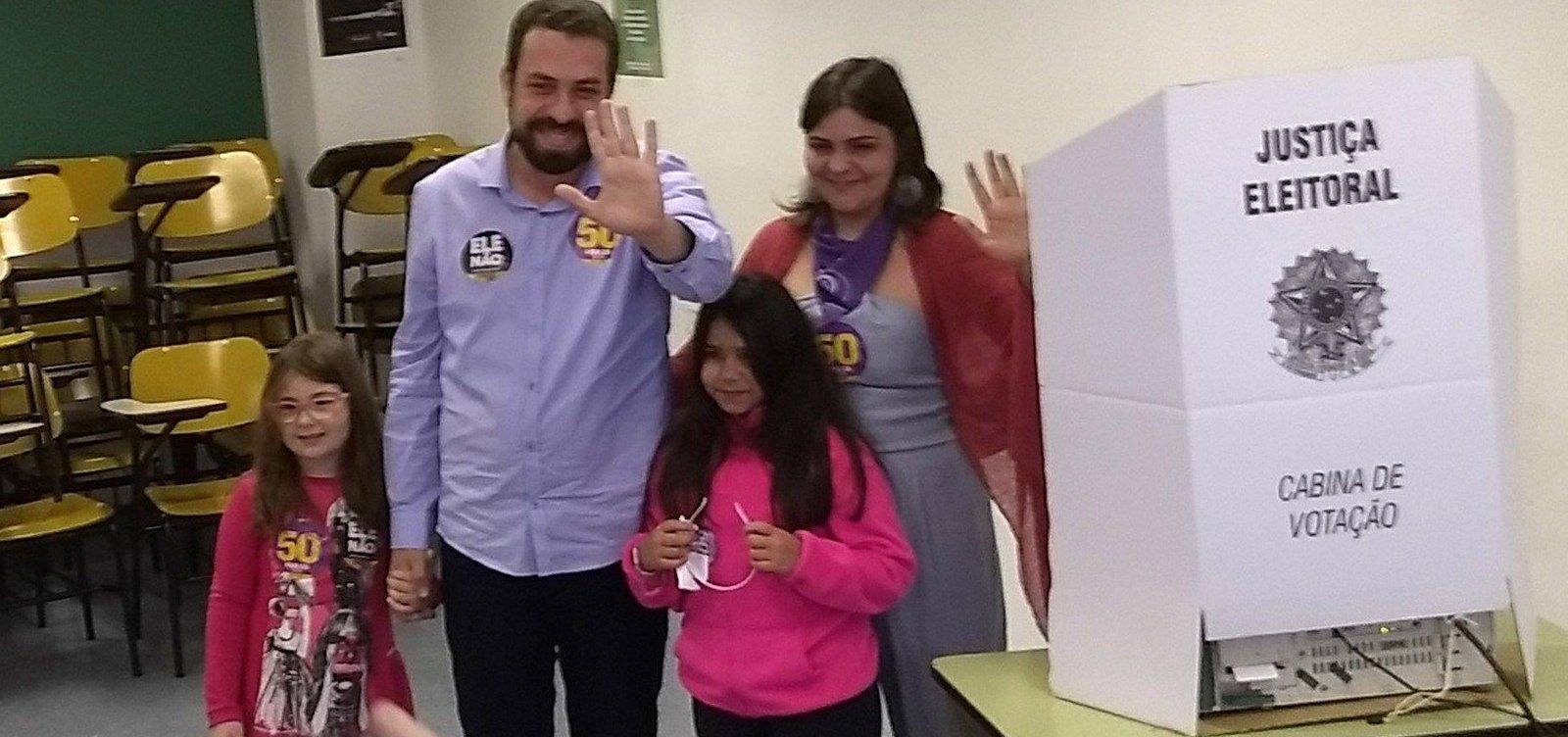 [Após votar em SP, Boulos pede que eleitor não deposite 'medo e ódio' nas urnas]