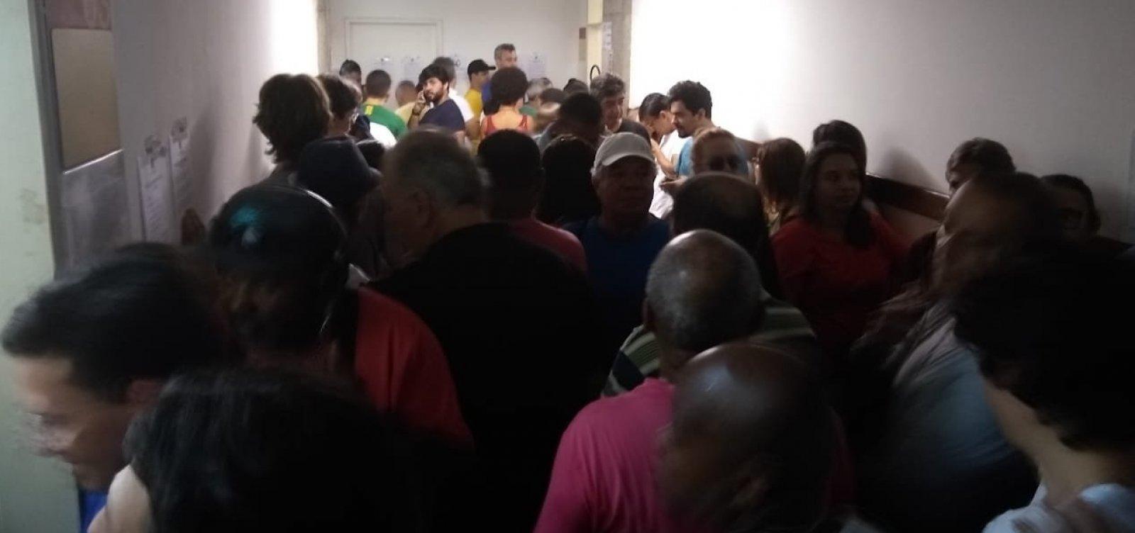 [Eleitores enfrentam filas na Faculdade de Administração da Ufba]